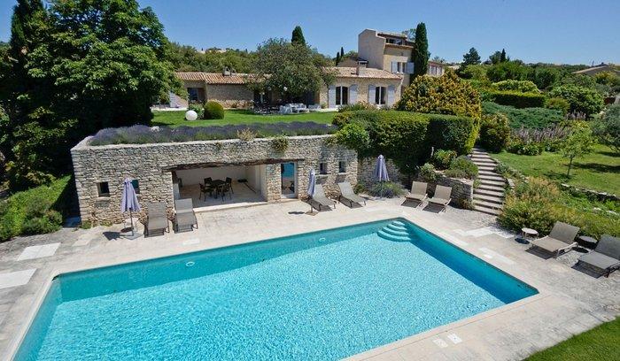 uitzonderlijk-landgoed-met-zwembad-en-uitzicht-op-de-luberon010